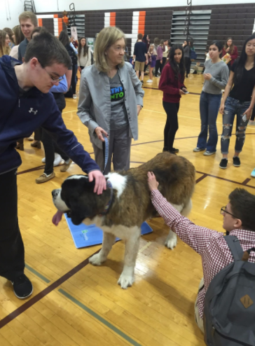 Students petting a therapy dog. Photo by Matthew Wikfors.