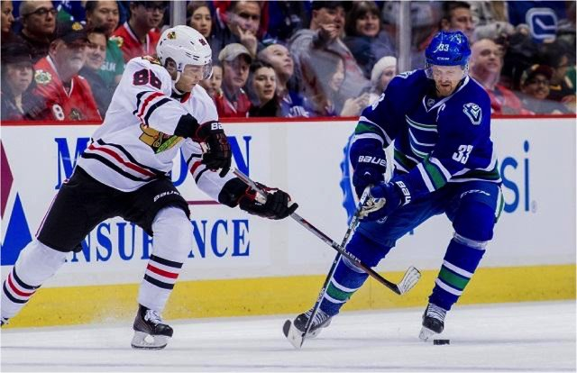 Patrick+Kane+assists+on+a+first+period+goal+to+push+point+streak+to+26+in+a+row.%0A