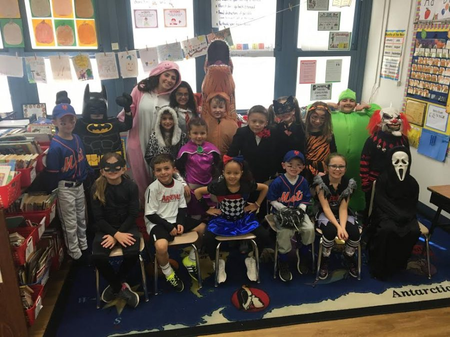 Above+is+Senior+Abby+Gordon+and+her+2nd+grade+class+on+Halloween