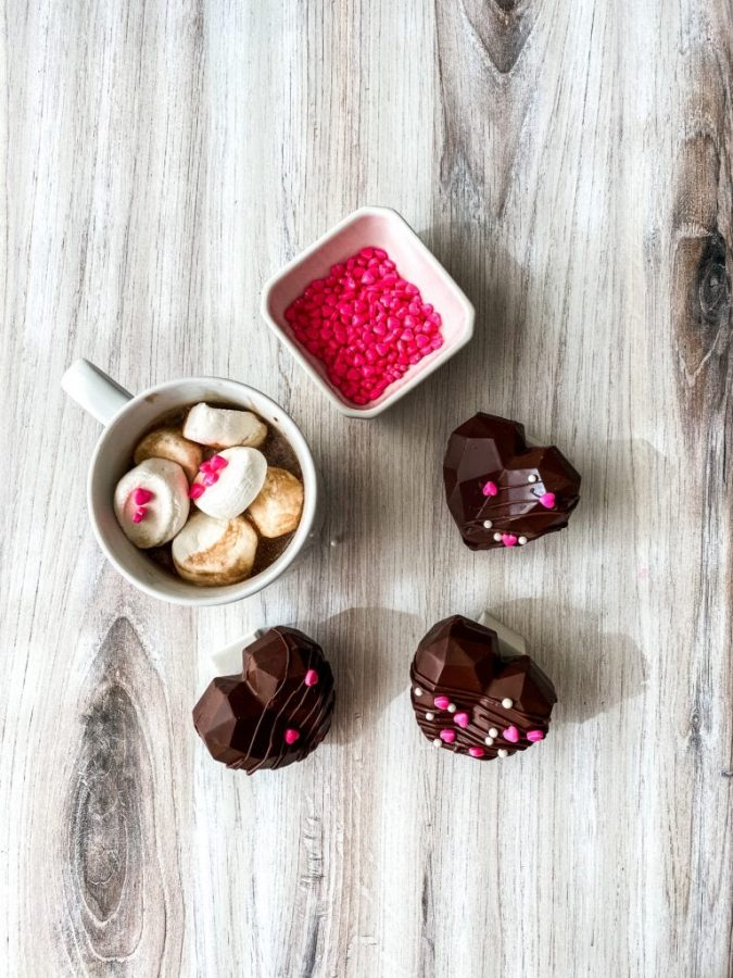 Hot chocolate bomb: Hot chocolate bombs are so in right now and who knows, maybe the person you're thinking of has been dying to try one! This would be the perfect sweet and simple gift to show someone you care without going too overboard. Link
